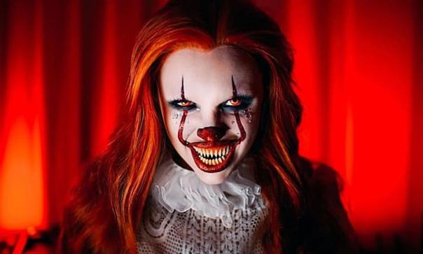 Красивая девушка за несколько минут превращается в чудовище. Ее способности поразили миллионы людей по всему миру Красивая девушка за несколько минут превращается в чудовище. Ее способности