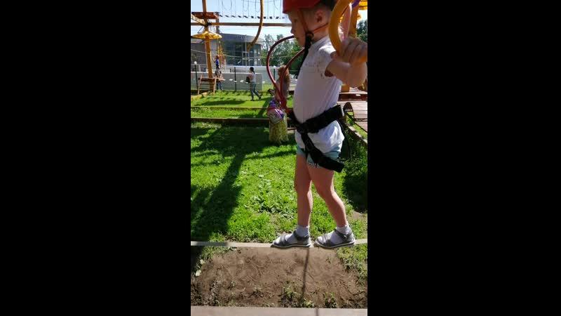 Ангелинка в веревочном парке
