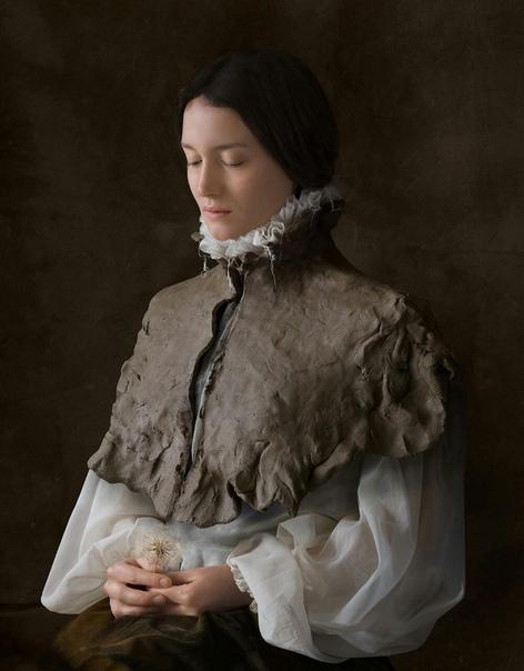 «Разум превыше материи» и «Родственные души» проекты Сюзанн Йонгманс, которые визуально перекликаются с работами старых мастеров живописи. Для этих серий она создала сложные костюмы из