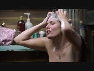 Айони Скай (Ione Skye) голая в сериале