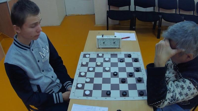 Алина и Антон сыграли в шашки на раздевание. Алина играла белыми, а Антон играл чёрными