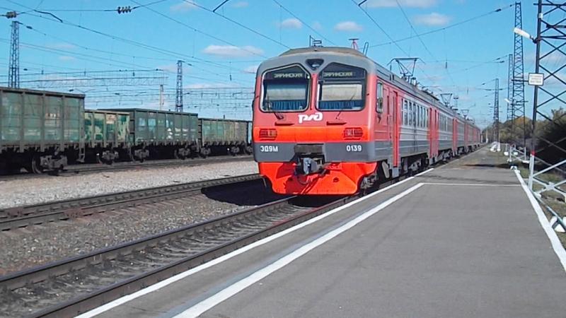 Электропоезд ЭД9М-0139. Отправление от Укладочного.