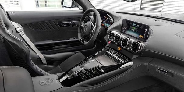 Mercedes модернизировал суперкар AMG GT.