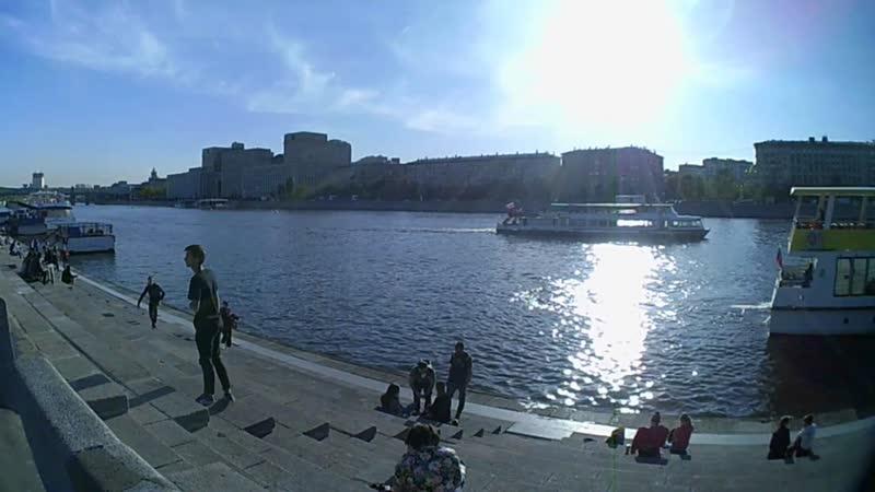Псв 25 влог весной прогулка днём на Пушкинской набережной около причала около Москвы реки в парке Горького vlog ПГ ВЕСНА ДЕНЬ