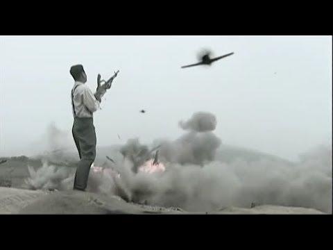 日軍出動飛機大炮對國軍陣地瘋狂轟炸,國軍長官面對漫天炮火毫不退35731