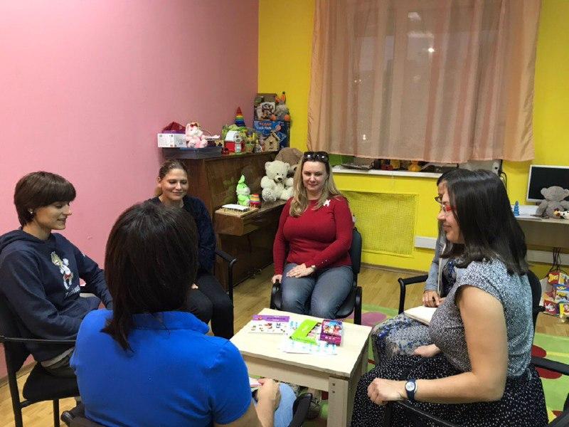 Принимать ребенка таким, какой он есть, научили родителей в инклюзивном центре Савеловского