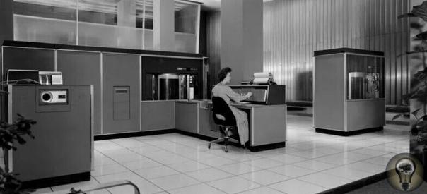 Во время выставки в Сокольниках в 1959 году американцы привезли свой компьютер IBM RAMAC 305, которой мог отвечать на вопросы на русском языке