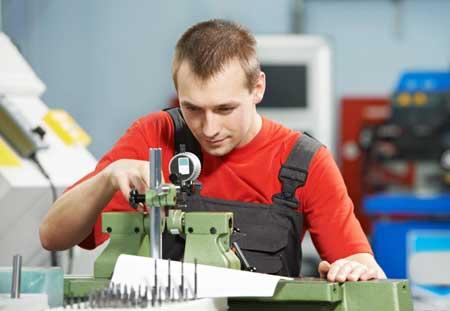 Большинство инженеров систем управления имеют практический опыт работы в обрабатывающей промышленности
