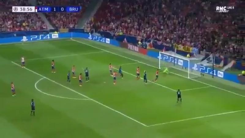Гол Арно Даньюмы Груневелда в ворота Атлетико М.