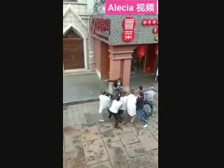 Как китайцы задерживают неадекватов на улице