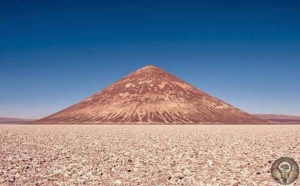 Загадочная пирамида в пустыне Аргентины, которую не строили люди