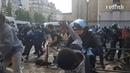 Дубинки и слезоточивый газ: в Париже произошли столкновения между полицией и «чёрными жилетами»