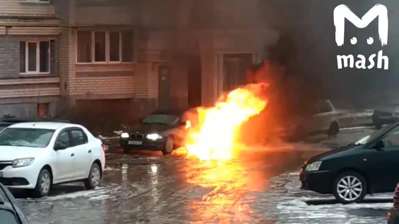 Водитель уснул за рулем горящей машины. Выбежал в последний момент