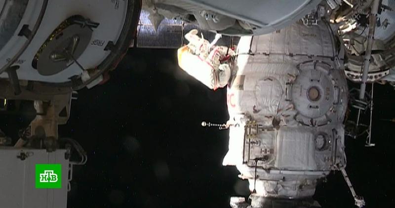 Российский космонавт Кононенко взял пробы с обшивки корабля «Союз»