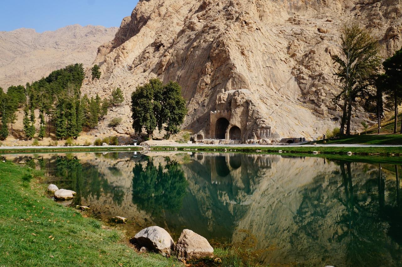 Древние наскальные рельефы Так-е Бостан