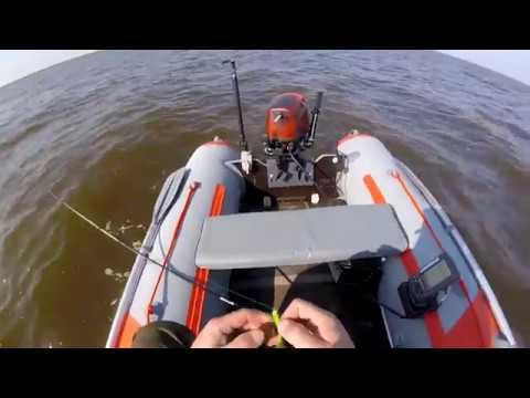 Трудовая рыбалка на Ильмене...рыбку нашел и отлично отдохнул в Новгородчине.