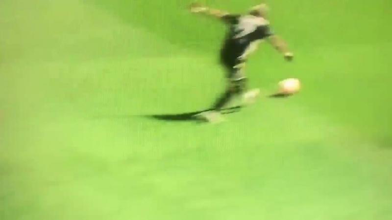 VIDEOGOAL l 0-1 van Hakim Ziyech - - vitAJA AJAX