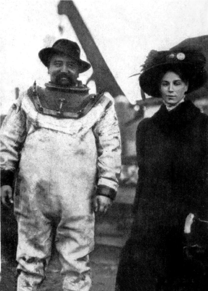 Александр Куприн с супругой перед подводным погружением, Балаклава, 1909 год.