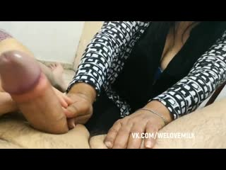 Бабка подрочила соседу #handjob #blowjob #porno #sex #jerking #milf