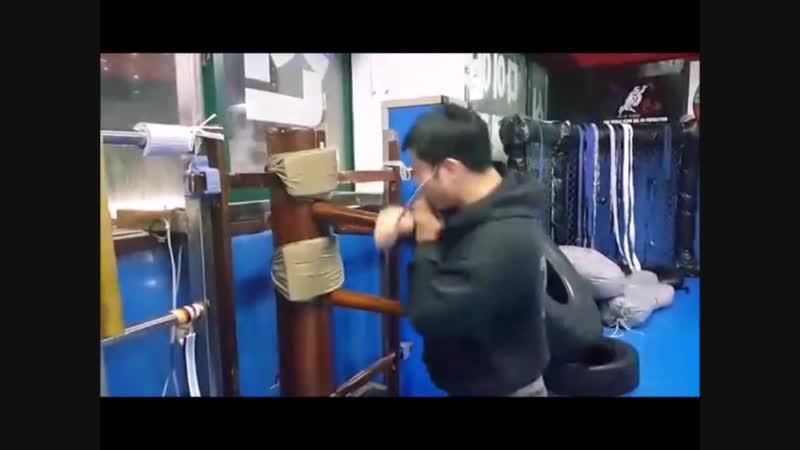 Отработка ножевых техник на мунджунге в исполнении мастерадо кёксульдо Нам Ки Сук из Инчхона .