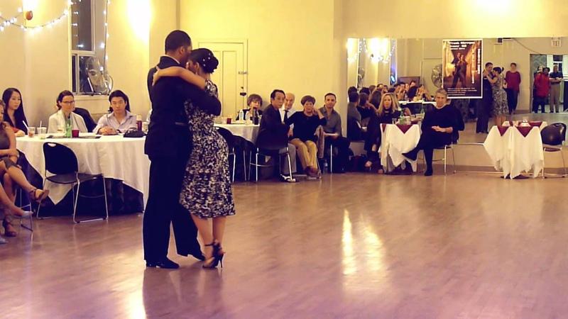 Frank Obregon Jenny Gil bailan el Tango Recién en Toronto - Canada