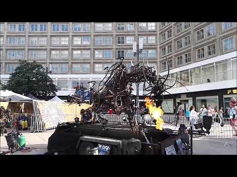 Alexanderplatz. Берлинский дракон. Трущобы в центре Берлина.