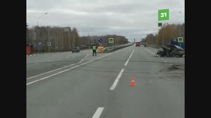А на 39 ом км трассы Челябинск Екатеринбург столкнулись ЗИЛ и легковушка