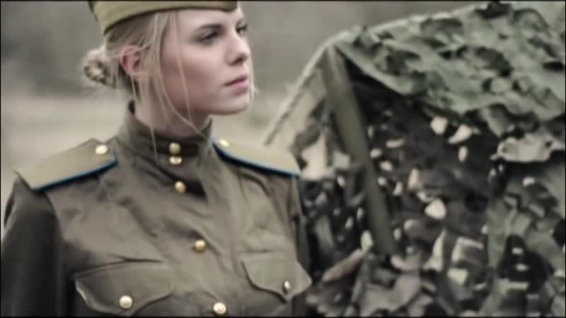 На позицию девушка провожала бойца.
