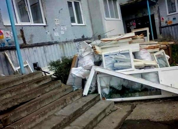 Строительный мусор на ул. Дружбы Народов, 42
