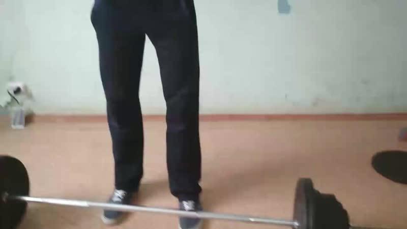 Мощный Олежа поднимает 105 кг