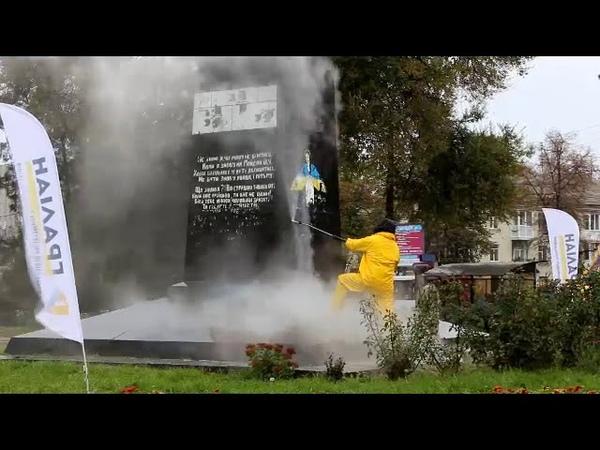 У Полтаві стерли вірші про героїв Майдану із памятнику Небесній Сотні