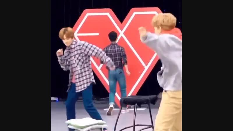кёнсу: стена, потанцуем? cr. our__midnight