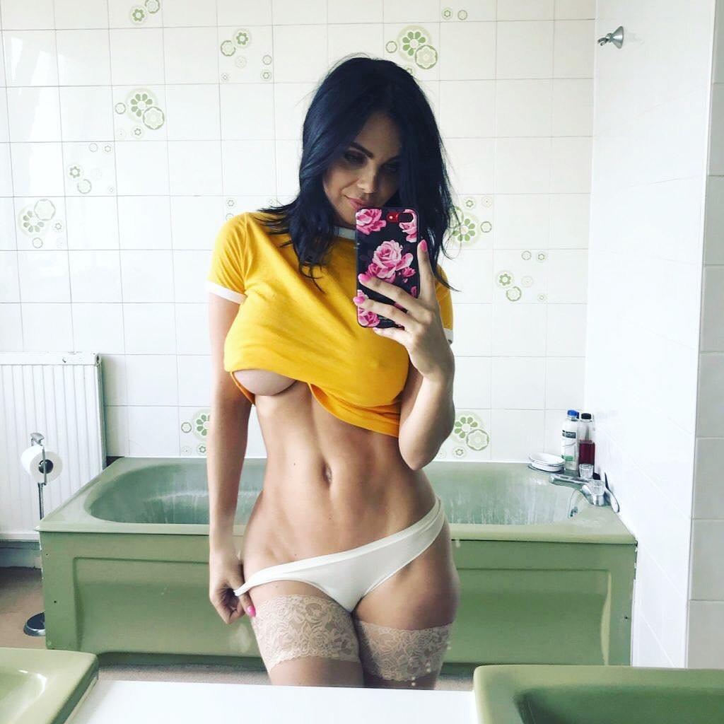 Tasteful mature nude women free pics