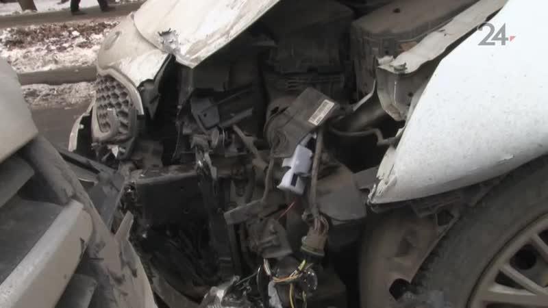 После столкновения с Renault «Лада» вылетела на встречную полосу и лоб в лоб столкнулась с Kia