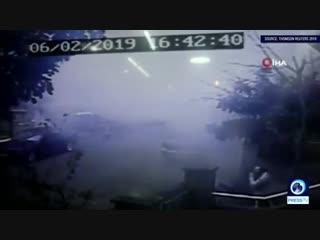 Видео обрушения многоэтажки в Стамбуле
