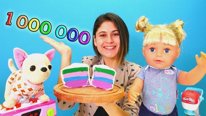 Bir milyon aboneye özel video! Ayşe Gül ve Loli'ye pasta yapıyor. Hamur oyunu
