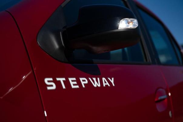 Пенсионная реформа Старый знакомый Renault Logan расправил крылья, приподнялся над землей, нарастил пластиковый обвес, обрел японский вариатор и приставку Stepway. Почему концерн расширил