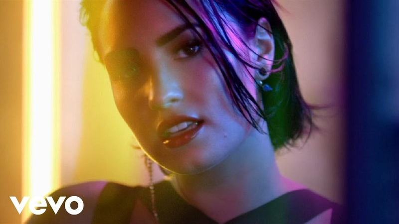 Demi Lovato - Cool for the Summer (Official Video)