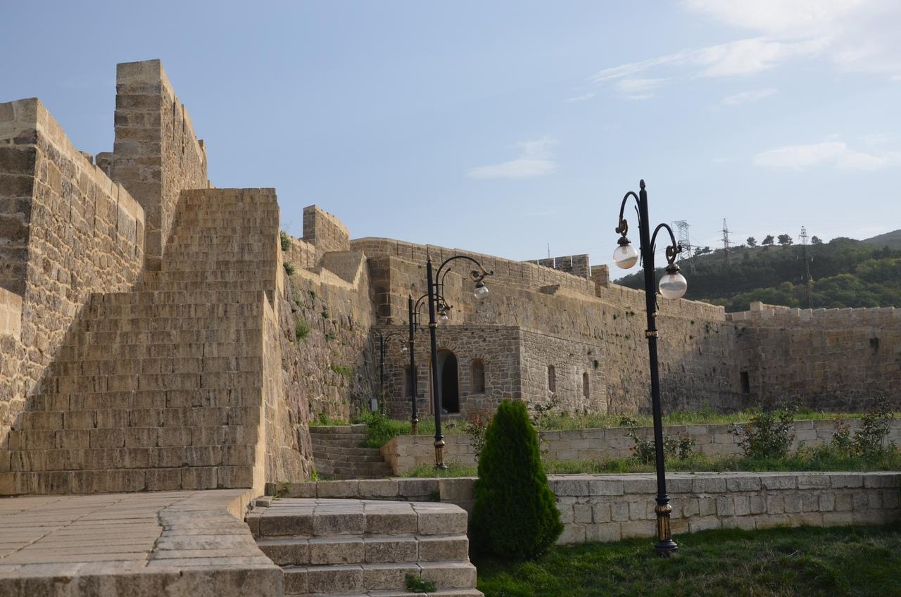 9-KDB2sy_l4 Дербент - самый древний город России.