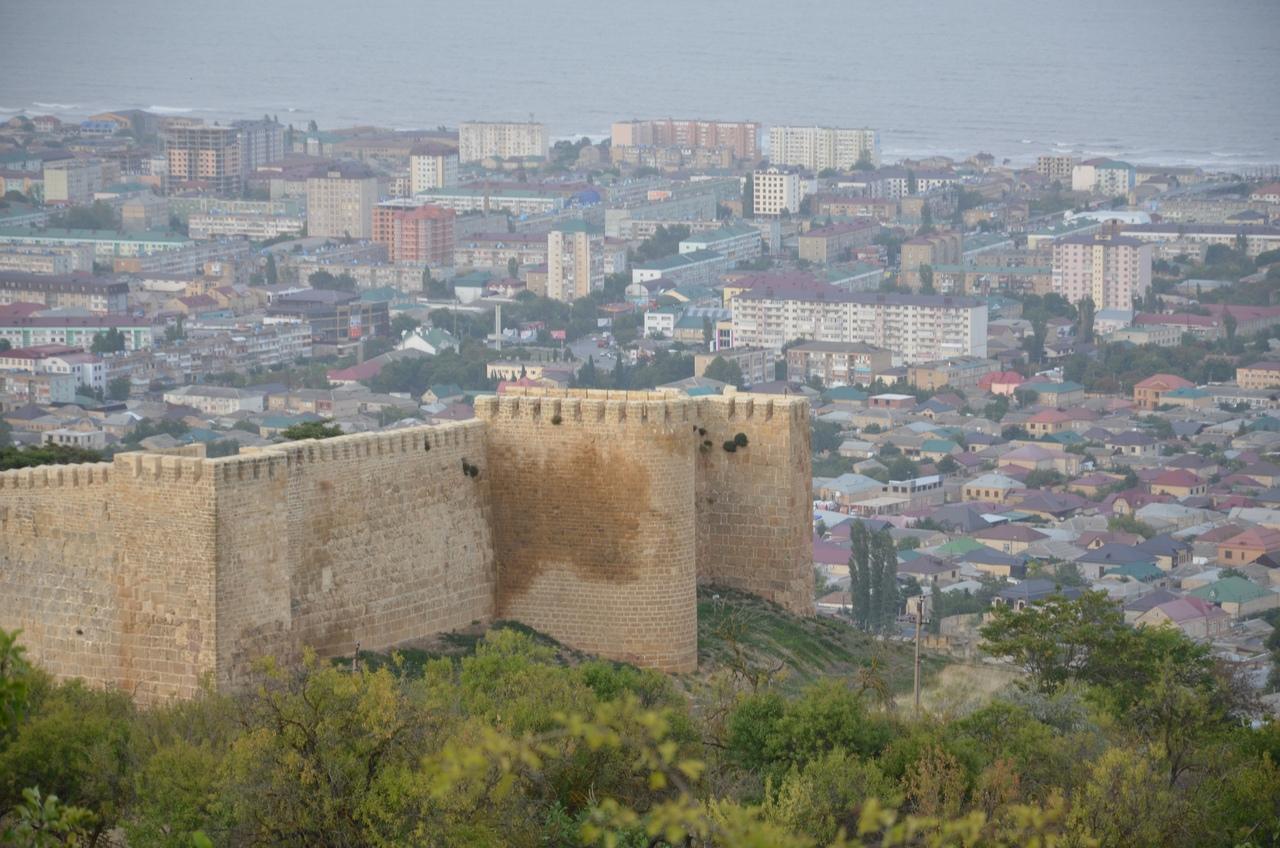 Ib5woU4cpKE Дербент - самый древний город России.