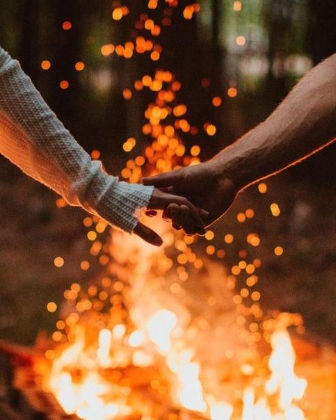 Люди вступают в отношения, имея за плечами свой уникальный опыт взросления (он разный!), свои раны и травмы, свои представления о том, что можно и что нельзя (и как_со_мной_можно и что считаю