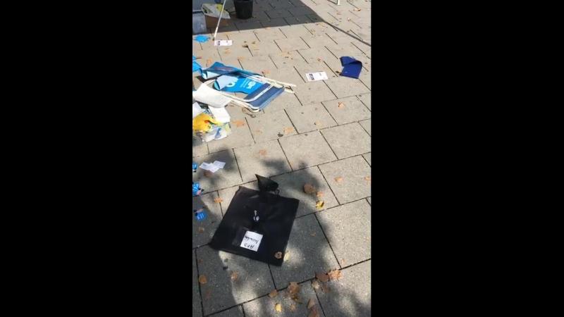 Linksfaschisten bei der Arbeit - AFD Stand zerstört