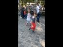 Девочки, мальчики танцуют