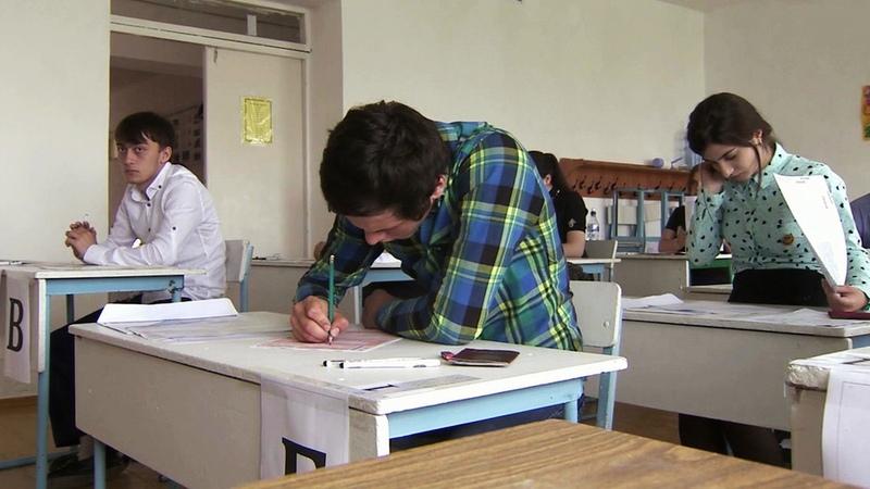 Отличники становятся двоечниками: пропасть между результатами школьных экзаменов ипервой проверкой ввузе. Новости. Первый канал