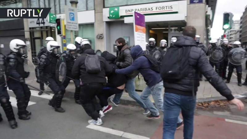 Protests in Brussels turn violent as Yellow Vest demontrators hit the streets