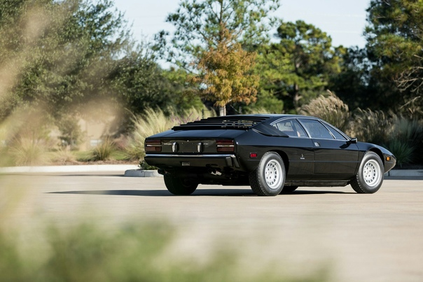 Lamborghini Urraco 1970-1979 Бюджетный Lambo Lamborghini Urraco задумывался менеджментом компании из Сант-Агата Болоньезе как доступное купе для конкуренции c Ferrari Dino и Maserati Mera.