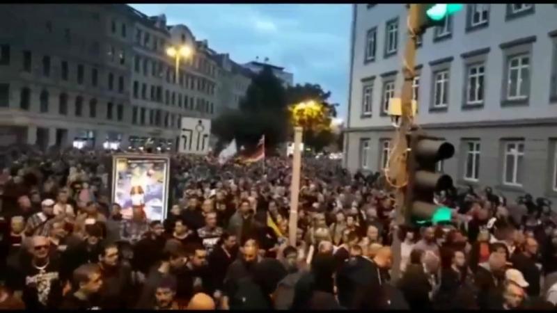 25.000 Deutsche Patrioten MARSCHIEREN am 28.09.18 durch CHEMNITZ gegen neue Invasorenheime