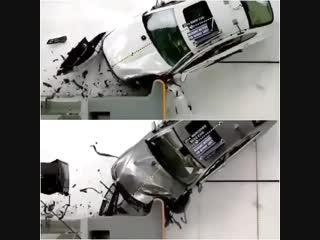 Краш-тест BMW 5 Series и Mercedes-Benz E-Class