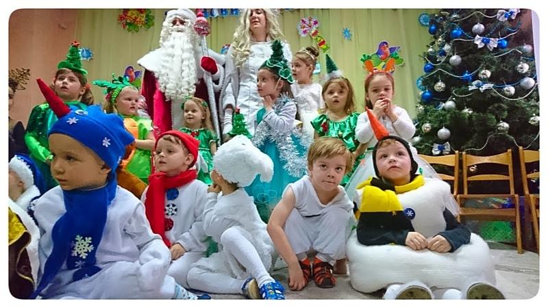 Новогодний Утренник в садике Риша в костюме снеговика Весёлые танцы и игры в снежки