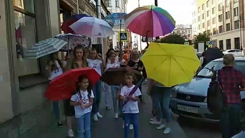 То чувство, когда видишь в солнечный улыбчивый ребят с зонтами 😉🌂   Ginza Пышечка  первыйдетски